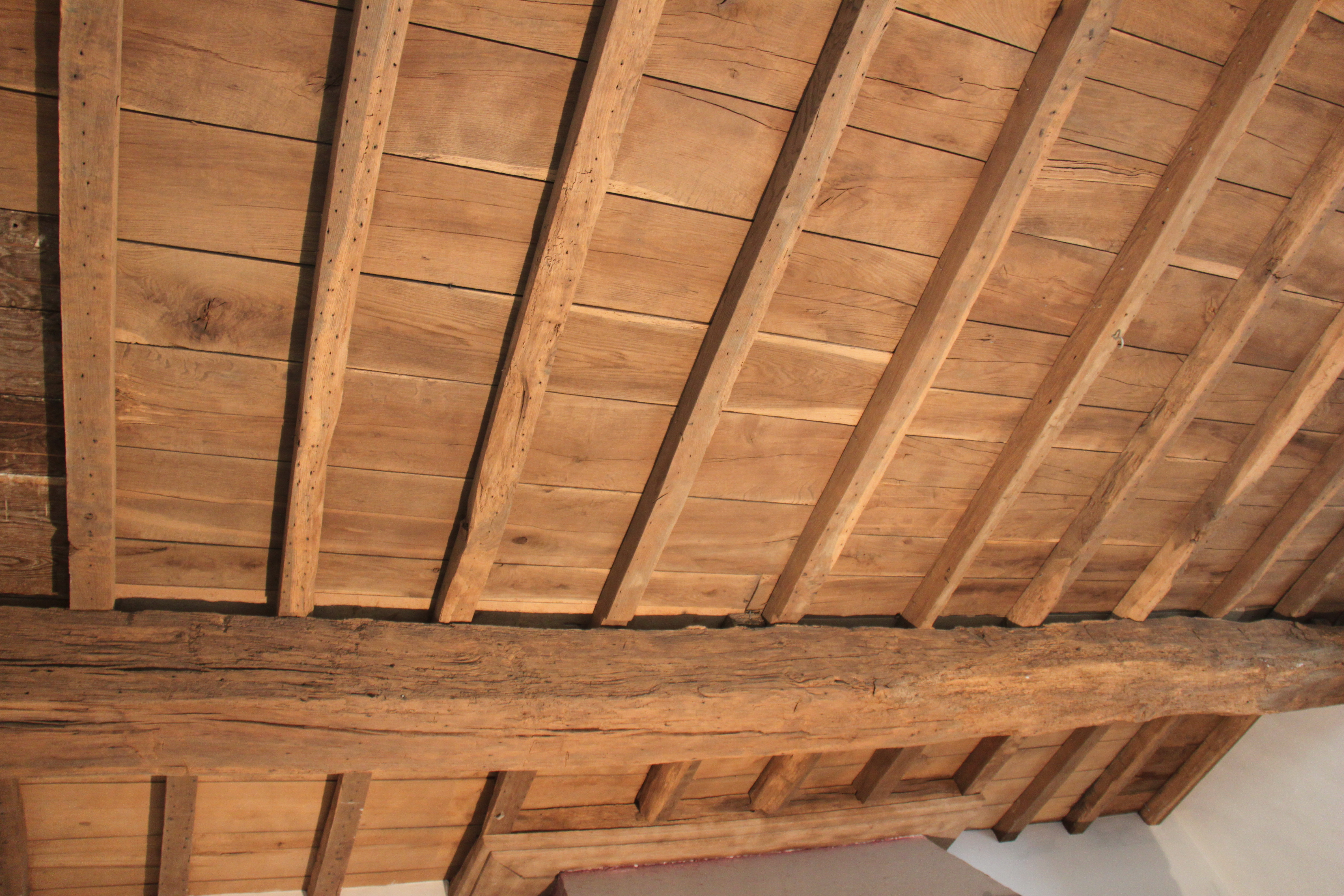 Sablage int rieur de plafonds et gitages de bois defaux for Interieur en bois